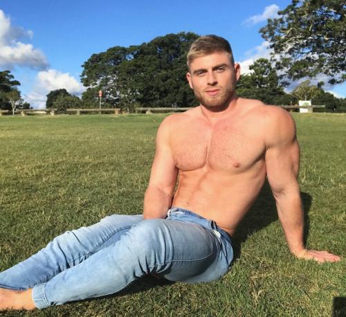 matthew hanham, handsome, hunk, Australian, Aussie, blond haired hunk