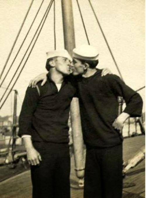 gay history, gay sailors, gay sailors kissing